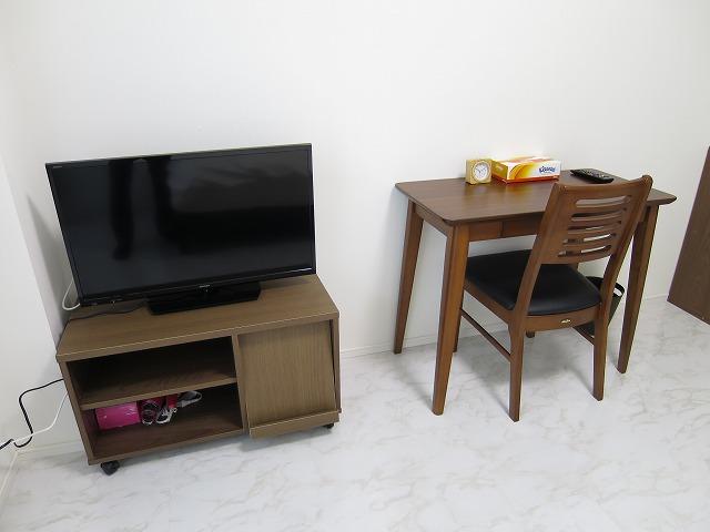テレビ・机